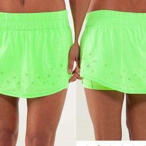 Lululemon neon green tennis skirt size 4